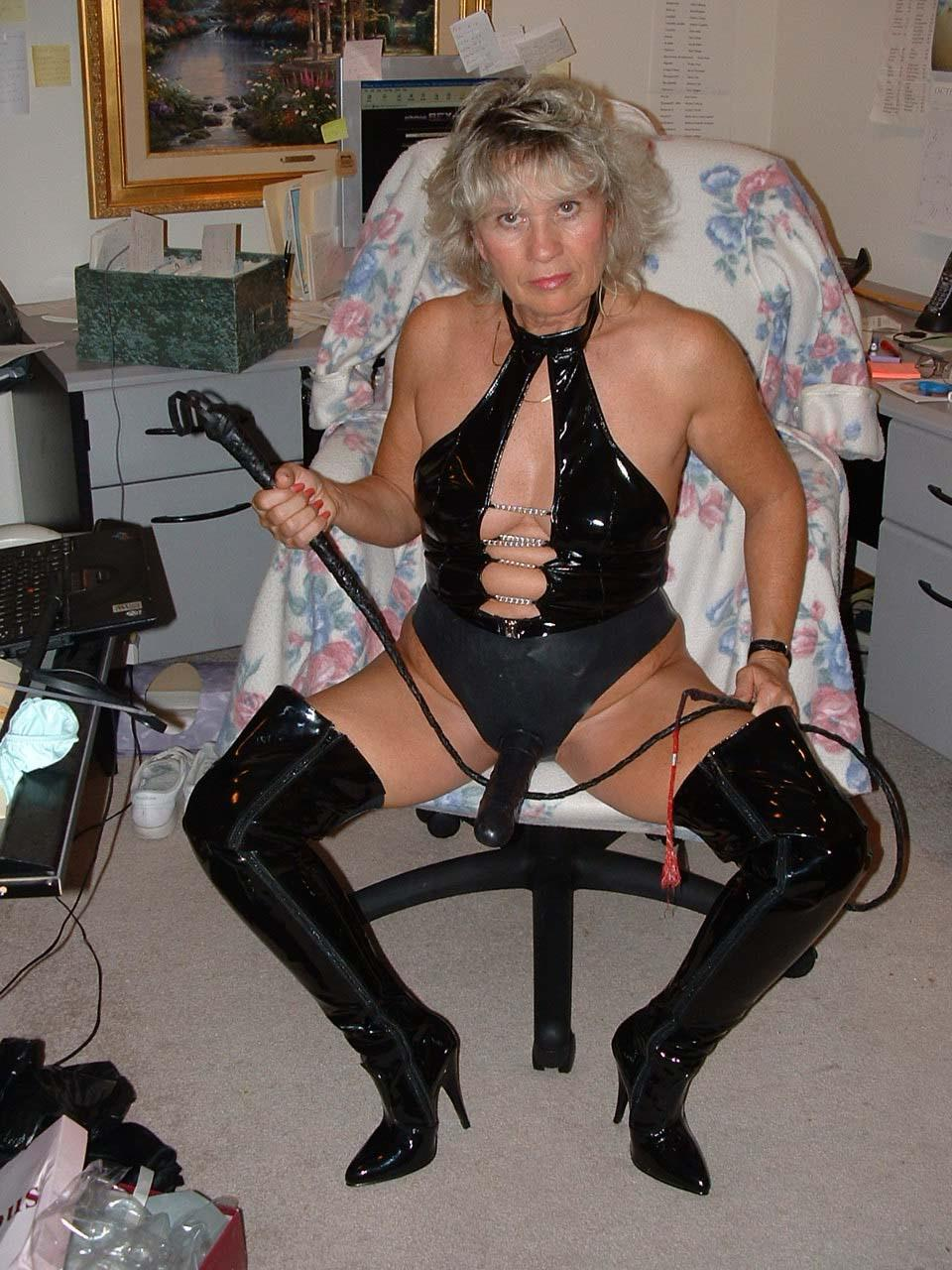 2 mistress using a slaves body 7